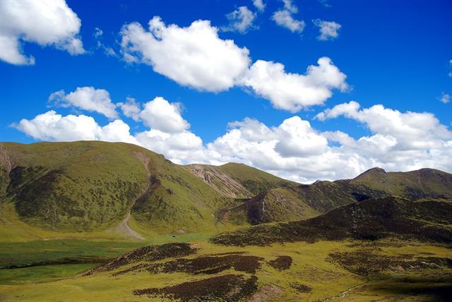 西藏沿途山口的风景